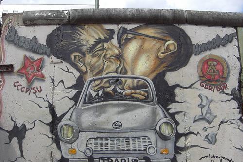 muro_de_berlin_beso_fraternidad11