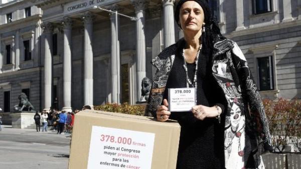 Beatriz  en la entrega de las 378.000 firmas ante el Congreso.